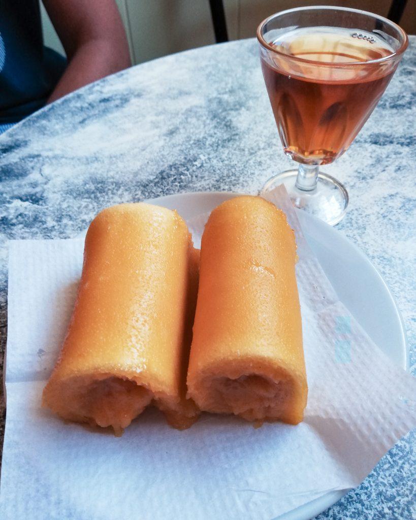 Tortas de Azeitão e moscatel